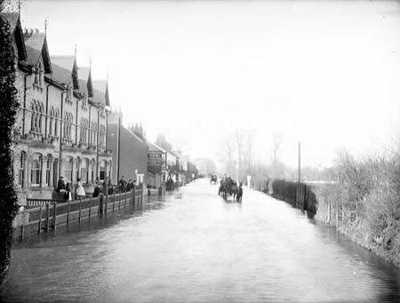 [Abingdon Road flooded 1905 Taunt]