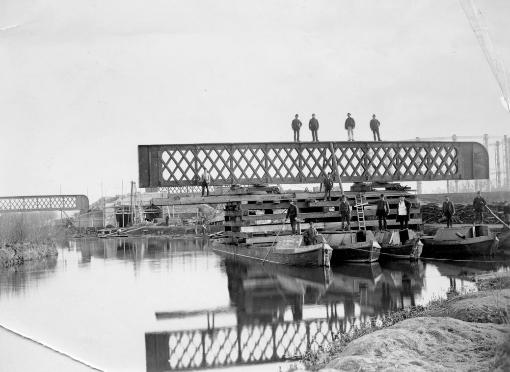 [Gasworks bridge under construction Taunt 1886 HT140]